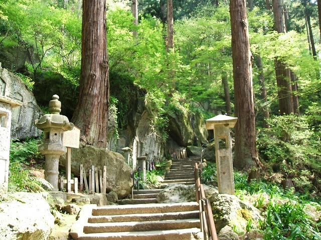 山寺の石段