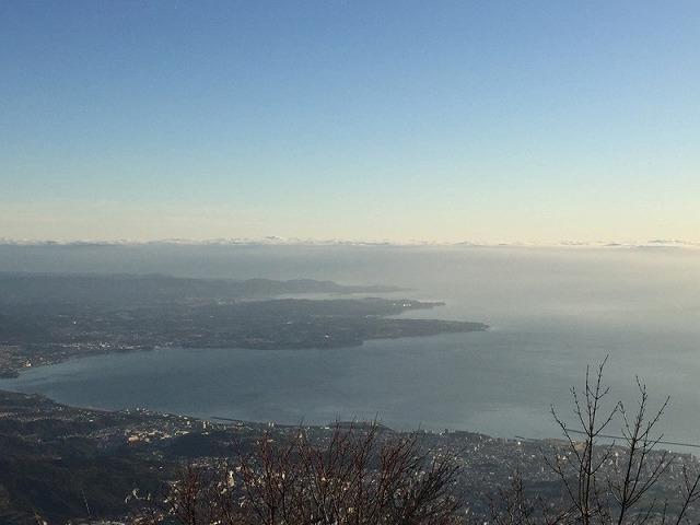 鶴見岳山頂からの別府市街の景色