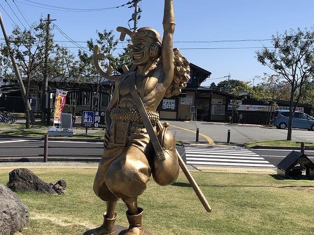 阿蘇駅のウソップ銅像