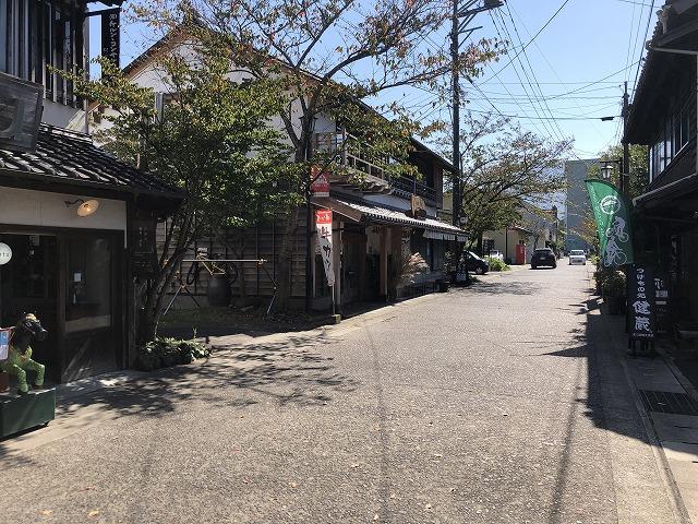 阿蘇門前町商店街の街並み